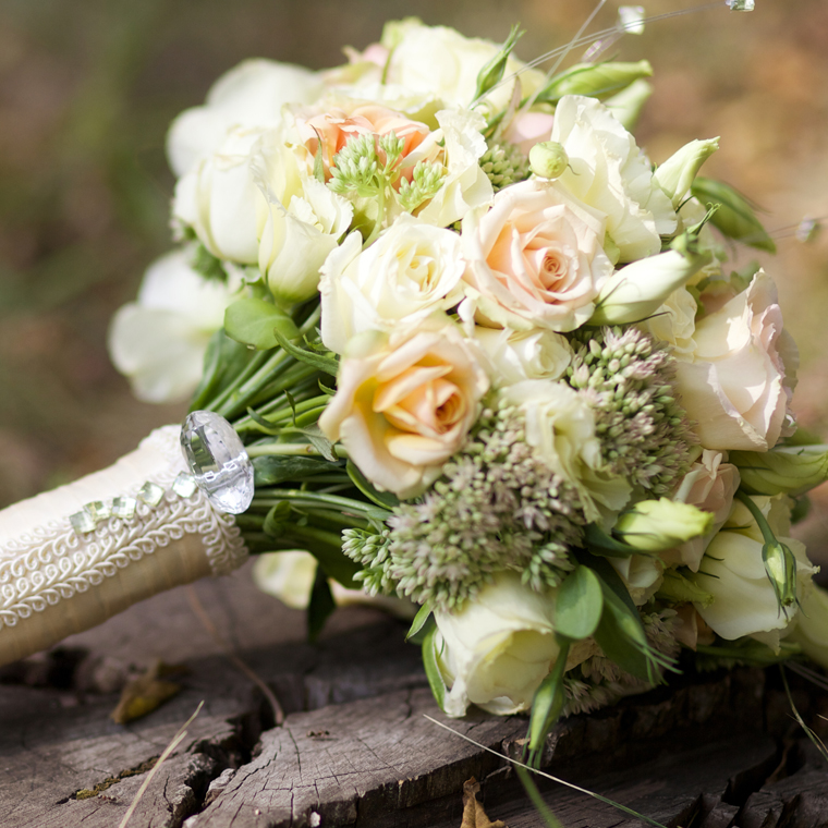 wedding bouquet on a stump